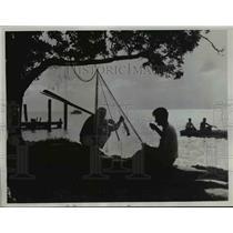 1933 Press Photo Winter Visitors in Florida Enjoying Some Fishing - nee60982
