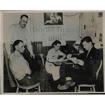 1938 Press Photo Robert McLeod, Mrs. Kenneth Oswald, John Kuawa Farmers