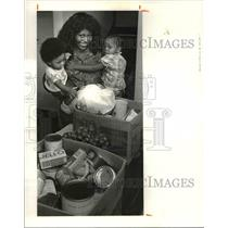 1980 Press Photo A gift from Red Cross to Frances Jackson and kids - cvb02109