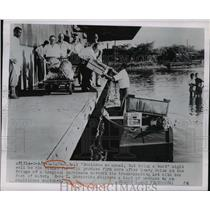 1950 Press Photo Produce Dealer Loads Boat at Truck Dock after Flood, Georgia