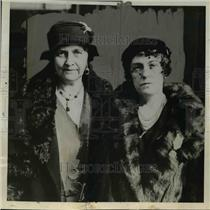 1932 Press Photo Mrs.David Caldwell and Comtess De Chilly,D.A.R Leaders in Paris