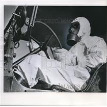 1960 Wire Photo Worker at French nuclear test base in the Sahara - cvw09549