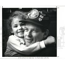1989 Press Photo Vietnam veteran Kelly Child and his 3 year old daughter, Alexis
