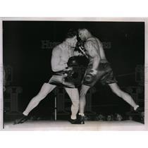 1937 Press Photo John Henry Lewis vs Al Ettmire at Philadelphia boxing