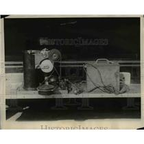 1924 Press Photo R F Kohr of Bureau of Standards tests device - nee73779