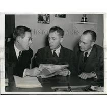 1943 Press Photo Louis Carroll National League counsel, Ford Frick,H Traband