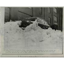 1951 Press Photo John Dever of Minneapolis Digging His Car Out of Snowbank