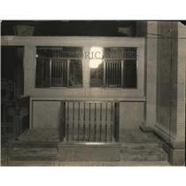 1924 Press Photo Children's Window at Union Trust Co. in Cleveland - cva83542