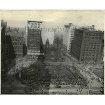 1930 Press Photo The Cleveland Public Square 's crowd - cva89957