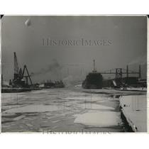 1930 Press Photo Cuyahoga River showing docks of the American Ship Bldg. Co.
