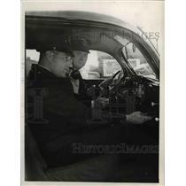 1933 Press Photo Patrolman Herman Bath & Carl Hagan - cva75621