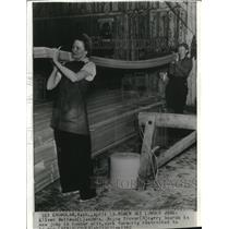 1942 Wire Photo Mrs.Royce Trover Carry Boards in Lumber Mill - cvw08924