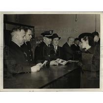 1936 Press Photo Patrolmen Melville Koontz, John Clifton, Captain Roth and Miss