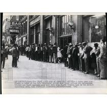 1945 Wire Photo Long Lines in US employment office waiting for interviews