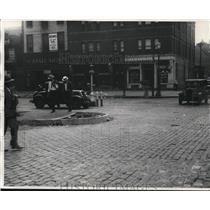 1930 Press Photo Early Scene at Superior Avenue Pulaski Square - cva96578
