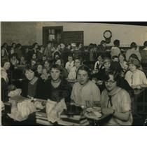 1923 Press Photo W. Commerce High conduct lunch room - cva85409