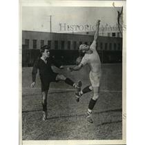 1932 Press Photo Lehigh's Lou Beyers breaks his leg in soccer match vs U Penn