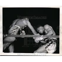 1941 Press Photo Henry Allen on right vs Tim Still at NYC nGolden Gloves bout