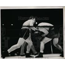 1937 Press Photo Bob Pastor versus Nathan Mann in boxing ring - nes39988