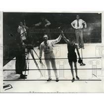 1932 Press Photo Ref Charlie Keppen with winner L Stevens new Lightweight champ