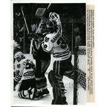 1952 Press Photo Black Hawks goalie Murray Bannerman vs Cannucks Curt Frazer