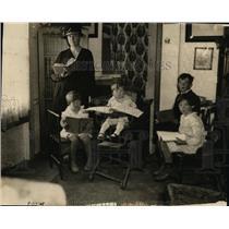 1932 Press Photo Mrs Arthur J Smart Educating Her Own Children School Approved