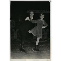 1934 Press Photo Oliver Haupt Jr & Jeanne Schulte Jr Pair Skate in Philadelphia