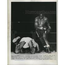 1951 Press Photo Fritzie Pruden downed by Ike Williams at Chicago bout