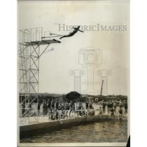 1931 Press Photo Onalene Lawrence in high dive at Washington salt water pool