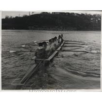1932 Press Photo university rowing crew during a workout