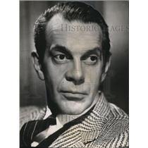 1957 Press Photo Raymond Massey as he narrates Naked Eye - orx03860