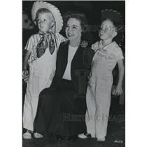 1949 Press Photo Susan Hayward with Twin Sons - orx03375