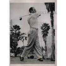 1941 Press Photo Brooklyn Dodger manager Leo Durocher golfs in Clearwater Fla