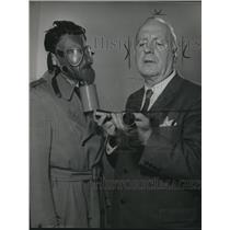 1958 Press Photo Pat O'Brien stars in Backfire of Target TV series.