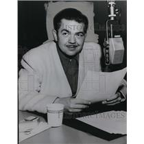 1950 Press Photo Marvin Miller During Behind the Story Radio Broadcast
