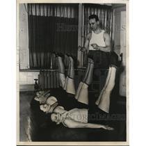 1931 Press Photo Boxer Charlie White runs Chicago women's gymnasium - nes40522