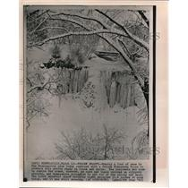 1962 Wire Photo Frozen beauty in Minneapolisarea makesresidentsstruggleslippery
