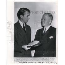 1947 Wire Photo Jimmy Stewart receives Philadelphia Commerce & Industry Award