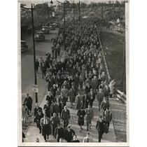 1940 Press Photo Crowd on their way home after baseball Game. - cva92738
