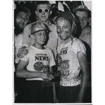 1947 Press Photo Winner Clay Boatman congratulates by the Pauld (Bud) Friedl