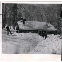 1962 Wire Photo Spring is just around the corner of Seasburg - cvw09457