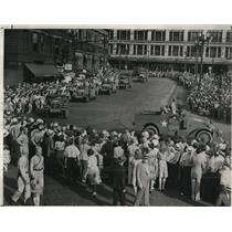 1943 Press Photo Mecanized units from Camp Perry round public square - cva72788