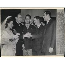 1943 Wire Photo Mr. and Mrs. Robert Feller with former team mates - cvw08004