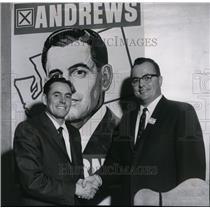 Press Photo Luke Williams Jr congratulates Lloyd J. Andrews in Spokane