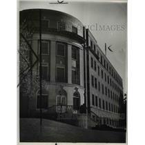 1945 Press Photo Lakewood Hospital- entrance - cva92002