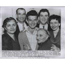 1956 Press Photo Chris Bundas & family as he returns from Iron Curtin prison