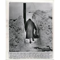1962 Wire Photo Iowa's winter weather piled 7 foot of snow in Sioux City