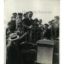 1932 Press Photo Boxer Max Schmeling & fans on a steam roller in NY - nes41802
