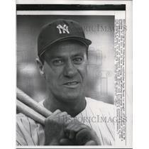 1957 Press Photo Yankee outfielder Hank Bauer at batting practice - nes41747