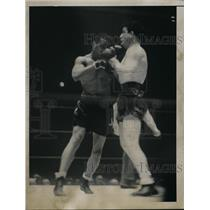 1936 Press Photo John Henry Lewis versus McAvoy in a boxing ring - nes42432